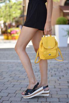 midilema.com | Yellow backpack | Claudia Peris is wearing Zara black romper/playsuit, Mustang platform sandals, Coach yellow backpack, Topshop black velvet choker Aristocrazy necklaces, Bimba y Lola sunglasses.