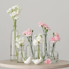 Get inspired on your decoration ideas with these decorating glass bottle sets. These decorative clear glass bottles are easy to use and can be adapted to accommodate a wide range of decorating schemes. Bottle Centerpieces, Wedding Table Centerpieces, Diy Wedding Decorations, Carnation Centerpieces, Branch Centerpieces, Decor Wedding, Carnations, Wedding Bottles, Wedding Favors