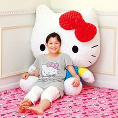 I'd looooooove to have this giant Hello Kitty!!!!