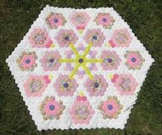 Baby shower present?! This pattern would make a wonderful play mat for a baby! #hexagons #quilting