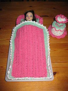 Crochet Barbie Clothes, Crochet Dolls, Crochet Hats, Pokemon Crochet Pattern, Crochet Patterns, Barbie Et Ken, Accessoires Barbie, Barbie Gowns, Occasion