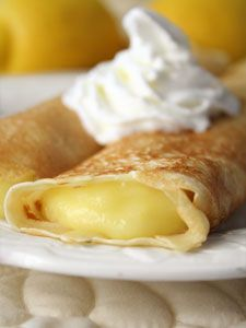 Lemon Crepes--recipe for the crepes and the lemon curd. Top with whipped cream. I love crepes and I love lemon curd and together they would be MAGNIFICENT. Lemon Desserts, Köstliche Desserts, Lemon Recipes, Sweet Recipes, Dessert Recipes, Recipes Dinner, Dinner Ideas, Plated Desserts, Breakfast Desayunos