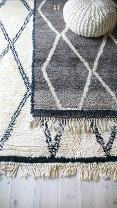 Moroccan Beni Ouarain Rug - Natural virgin wool    Natural virgin wool carpet Beni Ouarain handwoven in the Atlas mountains of Morocco. This is a