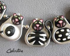 ^ This is so cute, unfortunately the button takes you to a language I don't know and no tutorial. There are quite a few pictures of projects made from aluminum can tabs, if you can operate from inspiration. Polymer Clay Crafts, Polymer Clay Creations, Polymer Clay Jewelry, Soda Tab Crafts, Can Tab Crafts, Bottle Cap Art, Bottle Cap Crafts, Pop Top Crafts, Pop Can Tabs