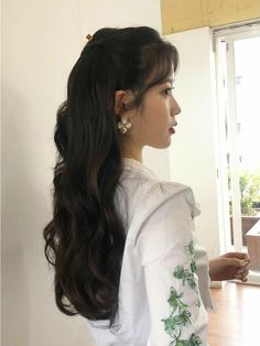 Image may contain: one or more people Girl Photo Poses, Girl Photos, Nancy Drew Costume, Chica Cool, Korean Beauty Girls, Cute Hairstyles, Iu Hairstyle, Ulzzang Girl, Hair Goals