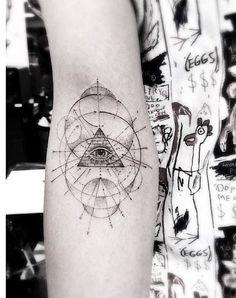 Die Warteliste ist lang: Dr. Woo soll der derzeit angesagteste Tattookünstler an der Westküste der USA sein. Kein Wunder bei den wunderschönen Kunstwerken, die Brian Woo auf und unter die Haut der Menschen bringt. Kennt man die Arbeit des Tätowierers, kann