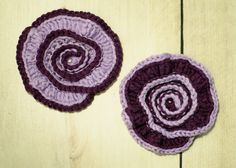 Crochet Flowers Design This spiral flower crochet pattern is so pretty with a fun two-colo. Easy Crochet Projects, Crochet Crafts, Free Crochet, Crochet Ideas, Yarn Crafts, Crochet Puff Flower, Crochet Flowers, Yarn Flowers, Crochet Motif Patterns