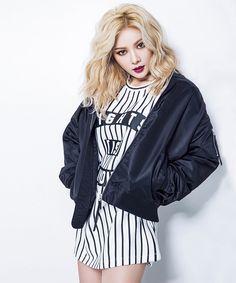 """Siguiendo el anuncio al inicio de este mes de que HyunA de 4Minutefue elegida como la nueva musa de la marca CLRIDE.N y de su primera publicidad para la línea de jeans stretch, la cantante regresa modelando la nueva colección. Esta colección de otoño/invierno 2015 lleva el nombre de """"#SWAGGER"""" y está compuesta por prendas …"""