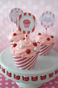 http://sweetlychicevents.com/valentines-day-sweets-treats-diy/