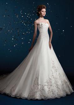 wedding dress ball gown romantic princess detail