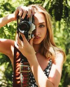 Photography Workshops, People Photography, Portrait Photography, Fashion Photography, Selfies, Girls With Cameras, Female Directors, Retro Camera, Professional Portrait