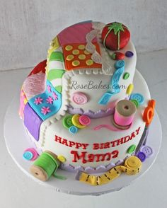Quilting Sewing Cake by bonita Patchwork Cake, Quilted Cake, Sewing Machine Cake, Sewing Cake, Sewing Machines, Grandma Cake, Mom Cake, Pretty Cakes, Cute Cakes