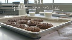 Galettes choco-noisettes Gooey Butter Cookies, Butter Cookies Recipe, Dessert Simple, Bite Size Cookies, Biscuit Cookies, Flourless Chocolate Chip Cookies, Chocolate Desserts, Quebec, Biscuit Nutella