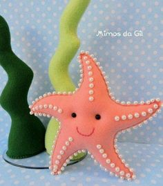 Felt starfish with pearlsFelt crafts bag and Christmas Felt Crafts Templates.Colorful and unique felt crafts - an overview.a happy starfish :)Felt crafts - how creative are you? Easy Felt Crafts, Felt Diy, Craft Projects, Sewing Projects, Crafts For Kids, Felt Crafts Patterns, Fabric Crafts, Sewing Crafts, Upcycled Crafts