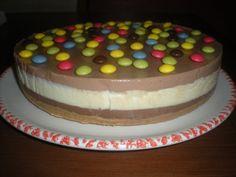 Tarta de tres chocolates, decorada con lacasitos!