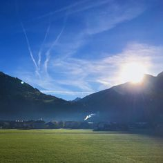 Guten Morgen aus dem Zillertal!    #4moreholiday #nofilter #sunrise #skyporn #goodmorning #zillertal #tirol #österreich #sonnenaufgang #filterlos #berge