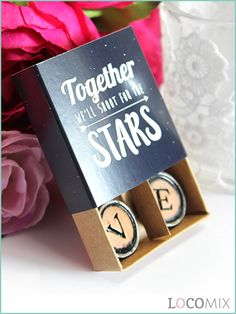 These Typewriter Magnets spell the word that is most important at your wedding day: L O V E! Hand out these magnets at the end of your wedding as favours. The magnets come in a small favour box for which you van choose a design that fits your wedding. The personalised favour box makes these favours perfect to thank your wedding guests!