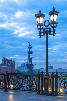 Moscow, Russia: Patriarchal Bridge, a pedestrian bridge across the Moskva River opened in 2004.