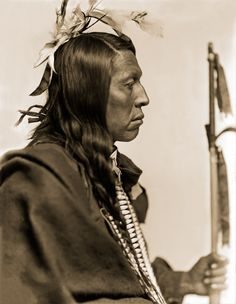 Oglala Chief Flying Hawk aka Chetán Kinyán 1898