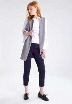 ¡Cómpralo ya!. New Look Blusa white. New Look Blusa white Ropa   | Material exterior: 68% algodón, 28% nylon, 4% elastano | Ropa ¡Haz tu pedido   y disfruta de gastos de enví-o gratuitos! , blusas, blusa, blusón, blusones, blouses, blouse, smock, blouson, peasanttop, blusen, blusas, chemisiers, bluse. Blusas  de mujer color blanco de New look.