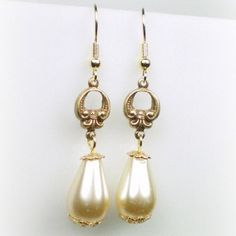 Anne Boleyn earrings - I wonder if you can get replicas of these...
