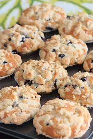 Mustikkasuu: Amerikkalaiset mustikka-murumuffinssit Sweet Treats, Cupcakes, Cookies, Baking, Desserts, Kaneli, Recipes, Food, Crack Crackers