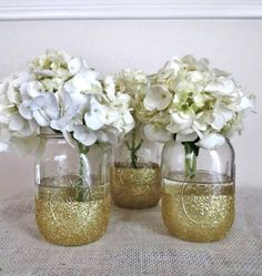 THIS! Mason jars, gold glitter and white hydrangea!