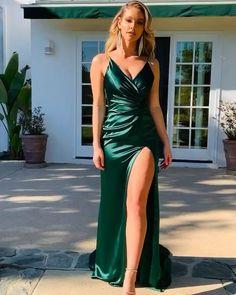 Backless Prom Dresses, Satin Dresses, Ball Dresses, Dress Prom, Ball Gowns, Bridesmaid Dresses, Designer Kurtis, Designer Dresses, Emerald Green Evening Dress