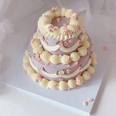 Pretty Birthday Cakes, Pretty Cakes, Beautiful Cakes, Mini Cakes, Cupcake Cakes, Pastel Cakes, Frog Cakes, Cute Baking, Buttercream Wedding Cake