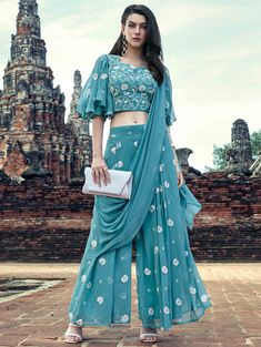 Party Wear Indian Dresses, Designer Party Wear Dresses, Indian Gowns Dresses, Kurti Designs Party Wear, Dress Indian Style, Indian Fashion Dresses, Indian Designer Outfits, Girls Fashion Clothes, Indian Outfits