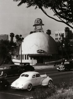 The Brown Derby restaurant, Wilshire Boulevard, Los Angeles, c. 1939.