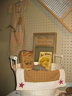 Cute prim laundry room idea Love this! Prim Decor, Country Decor, Primitive Decorations, Interior Design Living Room, Living Room Designs, Primitive Laundry Rooms, Laundry Room Design, Laundry Area, Vintage Laundry