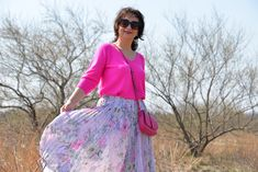 http://krynka.pyn.com/2018/04/flowers-skirt #nyc #fashionover50 #over50 #ootd #style #womanfashion #moda #zara #hm #forever21 #flowersskirt #gap