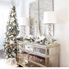 Home Interior Design Ideas Drawing Room – Home Decor Christmas Living Rooms, Christmas Bedroom, Christmas Home, White Christmas, Christmas Trees, Christmas 2019, Christmas Interiors, Christmas Kitchen, Beautiful Christmas