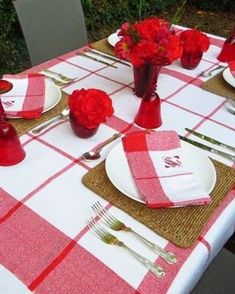 Red and White Tablesetting Place Settings, Table Settings, Diy Party, Party Ideas, Monogrammed Napkins, Cool Diy Projects, Floral Centerpieces, Decorating Blogs, Different Patterns