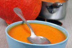 Velouté de potimarron et carottes avec thermomix, l'essayer, c'est l'adopter! INGRÉDIENTS 1 potimarron 350 g de carottes jaunes 250 g de pommes de terre 1 oignon 2 échalotes 2 cubes de bouillon de légumes 5 g d'huile d'olive sel poivre eau PRÉPARATION Dans un premier moment éplucher l'oignon et les échalotes. Coupez l'oignon en 2, …