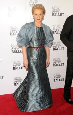Carolina Herrera Evening Dress - Carolina Herrera was a stunner in an iridescent silver evening gown with a ruffled bolero at the 2010 Ballet Spring Gala. Carolina Herera, Ch Carolina Herrera, Silver Evening Gowns, Evening Dresses, Fashion Bible, Royal Clothing, Races Fashion, Dressed To The Nines, Classic Outfits