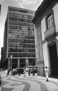 The Banco Boavista in Rio de Janeiro designed by Brazilian architect Oscar Niemeyer June 1950 Original Publication Picture Post 4971 Niemeyer A South...
