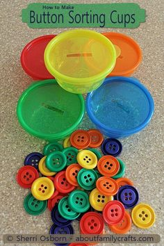 Button Sorting Cups – What a brilliant idea for your toddler/preschooler! Adding… Button Sorting Cups – What a brilliant idea for your toddler/preschooler! Adding this to our collection of activities to promote fine-motor skills and color recognition! Kids Crafts, Toddler Crafts, Preschool Crafts, Family Crafts, Preschool Kindergarten, Toddler Preschool, Colour Activities Preschool, Crafts For Babies, 3 Year Old Preschool