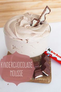 An easy recipe for making child chocolate mousse with only 3 ingredients . - An easy recipe for making children& chocolate mousse with only 3 ingredients. Perfect as a de - Mousse, Sweet Recipes, Cake Recipes, Bakers Gonna Bake, Mantecaditos, Good Food, Yummy Food, Fancy Desserts, Baking With Kids