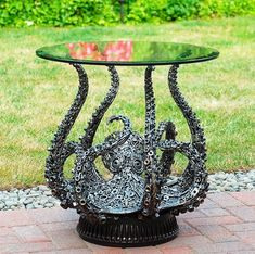 Octopus Table Sculpture from UPcycled metal waste by Brian Mock. Metal Art Projects, Welding Projects, Metal Crafts, Recycled Metal Art, Scrap Metal Art, Recycled Materials, Metal Art Sculpture, Abstract Sculpture, Bronze Sculpture