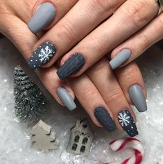 Grey Sweater Nail Design : Easy, elegant and classy winter nails to celebrate Christmas and winter in general! Grey Sweater Nail Design : Easy, elegant and classy winter nails to celebrate Christmas and winter in general! Cute Acrylic Nails, Acrylic Nail Designs, Cute Nails, Nail Art Designs, Gel Nails, Nail Polish, Essie Gel, Classy Nails, Stylish Nails