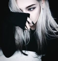 Scene Hair — djerq – Hair World Ideas Pretty People, Beautiful People, Beautiful Beautiful, Emo Scene Hair, Scene Bangs, Emo Girls, Aesthetic Girl, Ulzzang Girl, White Hair