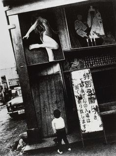 Daido Moriyama's noir street snaps hit Hong Kong's Simon Lee Gallery tomorrow; see the master's rare silkscreen work on NOWNESS. Osaka, Diane Arbus, Simon Lee, Robert Doisneau, Street Photography, Art Photography, Cinematic Photography, Japanese Photography, Out Of Focus
