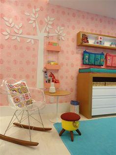 cadeira charles eames RAR arvore de MDF nicho e trocador de bebê