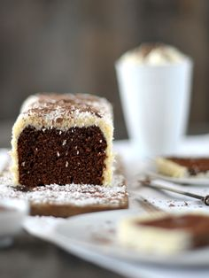 chocolate rum cake with grated coconut topping . Sweet Recipes, Cake Recipes, Dessert Recipes, Chocolate Rum Cake, Delicious Desserts, Yummy Food, Bon Dessert, Banoffee Pie, Crepes