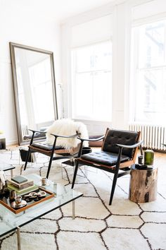 Love the patterned rug and oversized mirror