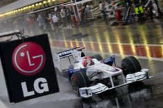 Robert Kubica in de natte pitlane Formula 1, Behind The Scenes, Monster Trucks, Racing, In This Moment, Car, Motorbikes, Running, Automobile