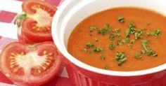 - 1 colher (sopa) de margarina light  - - 1 cebola média picada  - - 2 dentes de alho picados  - - 500g de tomate sem pele e sem sementes maduros, picados  - - 4 xícaras de (chá) de caldo de legumes  - - 2 colheres de (sopa) de manjericão picado (pode ser desidratado)