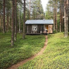 Building a Shed has Never Been so Easy Forest Cottage, Forest Cabin, Red Cottage, Small Buildings, Small Houses, Houses Houses, Guest Houses, Cabins And Cottages, Small Cabins